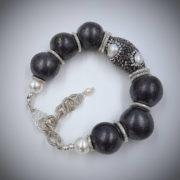 bracciale-ceramica-e-perle-di-fiume-03